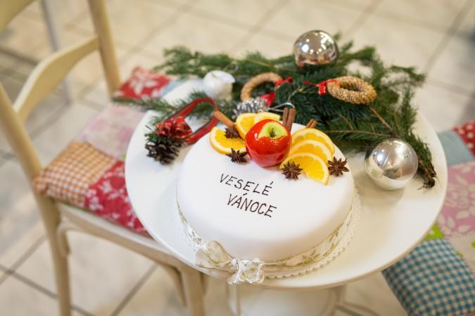 Vánoční jahodový dort: 749,-